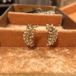 Vintage Gold/Pearl/Rhinestone Screw Back Earrings